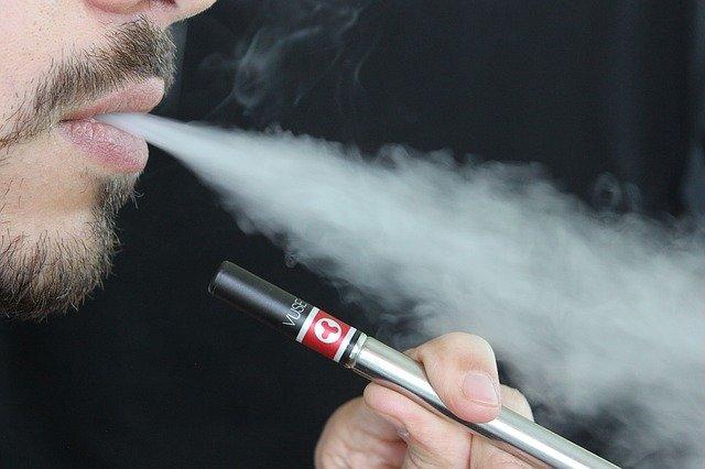 電子タバコの特徴は?健康面や臭い