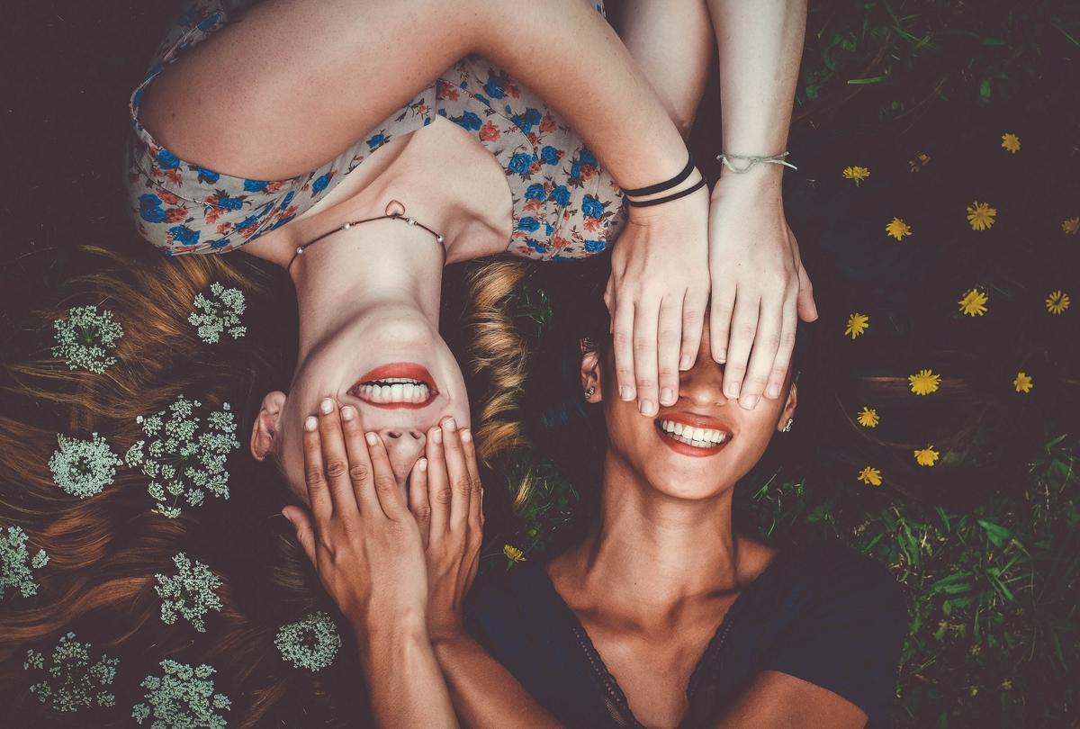 2.子供の頃に家族の長期的な病気を経験した人は、同じ友人グループに集まる可能性が高い