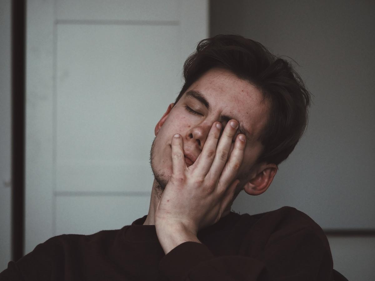 つらい片頭痛がヨガで48%改善したぞ!という研究の話