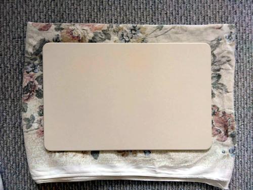 珪藻土バスマットの下に使い古しのバスタオルを敷いてみた写真