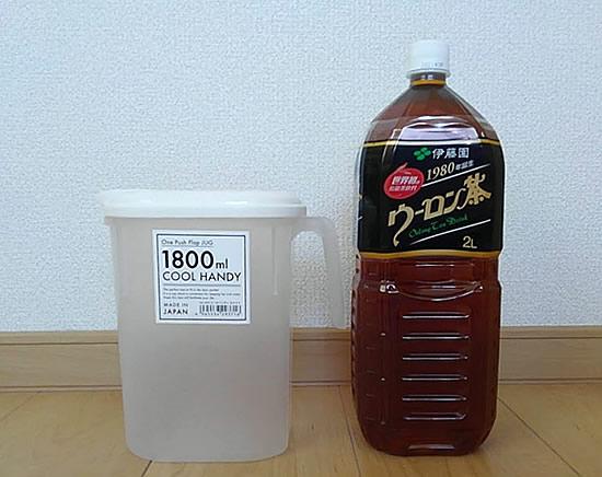 2リットルペットボトル烏龍茶と1.8リットル麦茶ポットの写真
