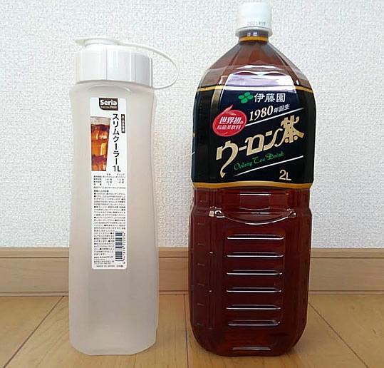 2リットルペットボトル烏龍茶と1リットル麦茶ポットの写真