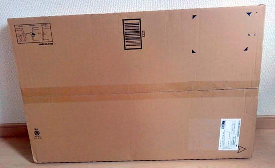 アマゾンから届いた段ボール箱梱包の浴室内マットの写真