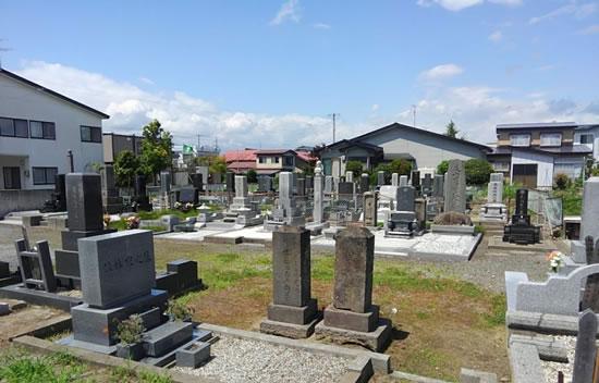 誰もいない墓地の写真