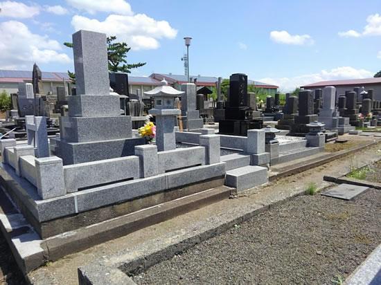 誰もいない墓地の写真2
