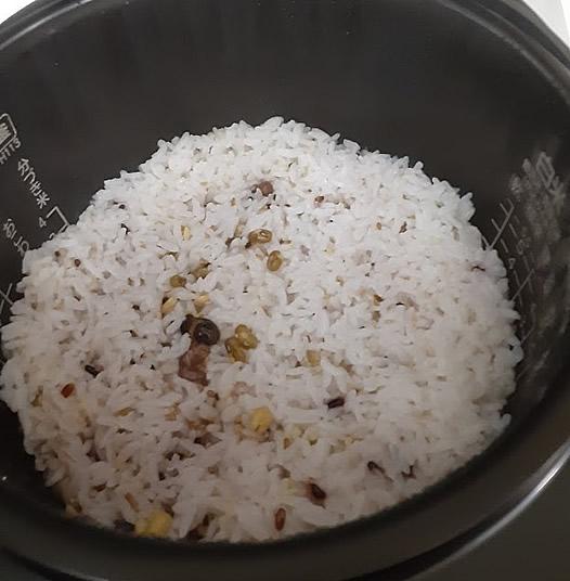 イオンのトップバリュ「二十穀ミックス」の炊き上がりの写真