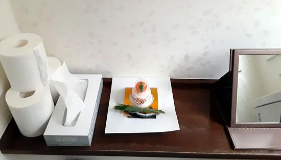 1階のトイレにお供えした鏡餅の写真