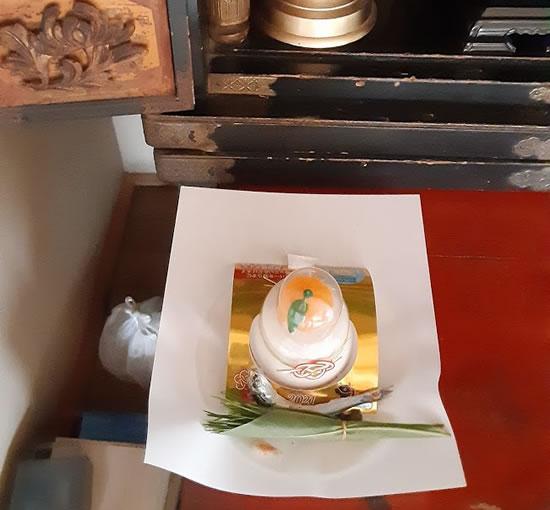 仏壇にお供えした鏡餅の写真