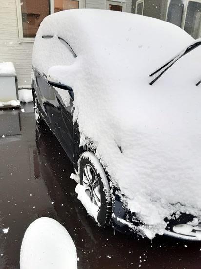クルマに積もった雪の写真02