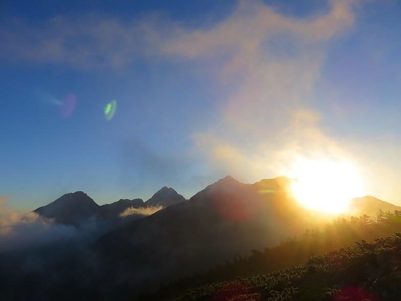 八ヶ岳の山小屋周辺の山並み