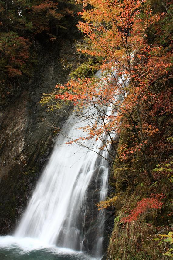 銚子の滝休憩所滝壺
