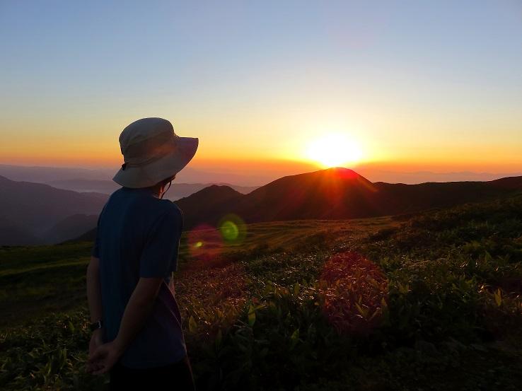 竜門山避難小屋からの朝日