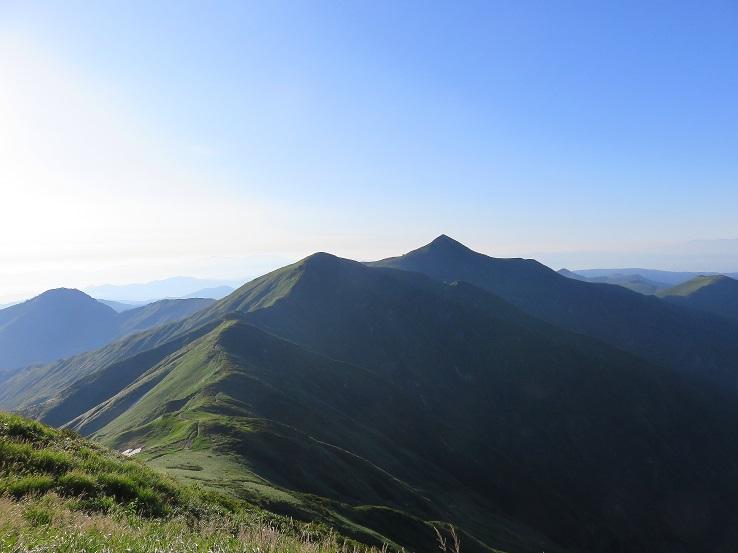 メインディッシュの朝日連峰の稜線