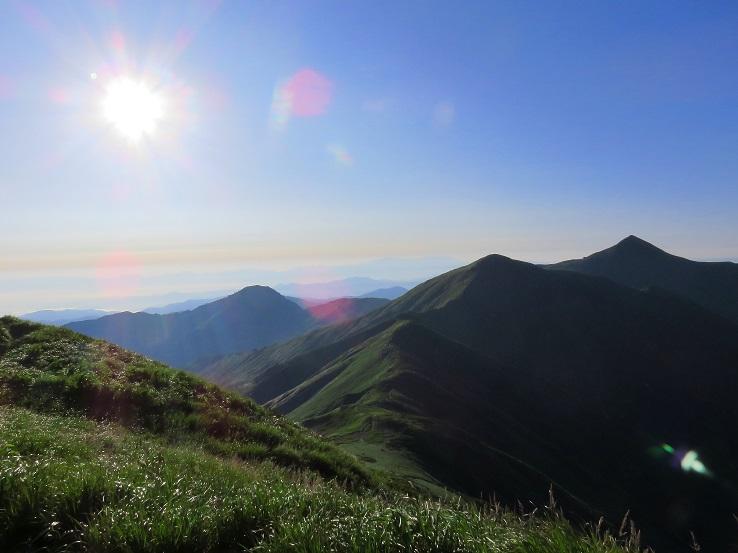 お天道様や大朝日岳