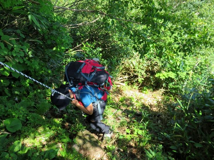肘折温泉ルート登山道が急でよく滑り滑り落ちた