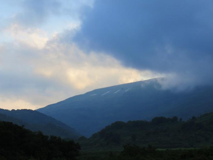 夕日の月山