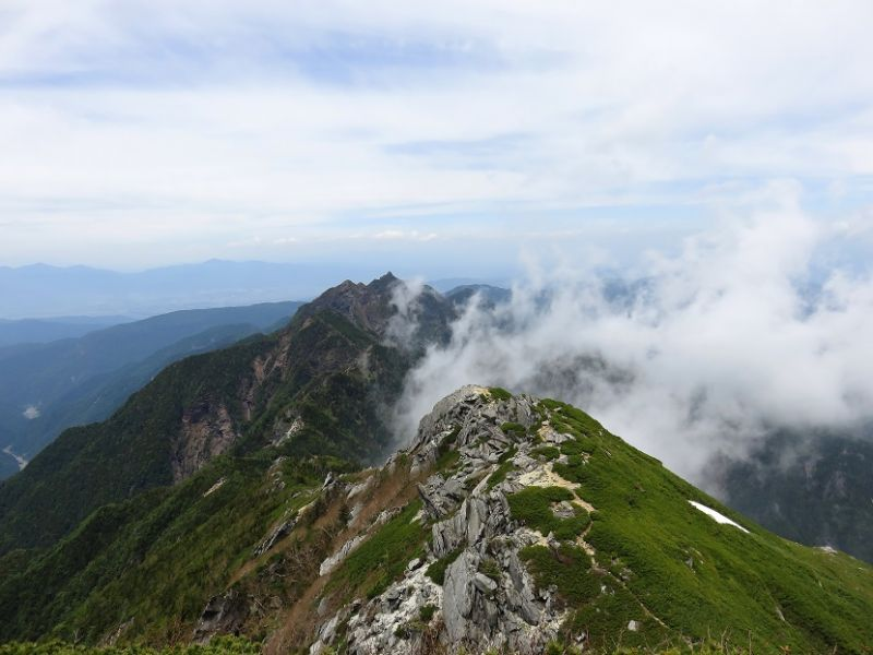 鋸岳へ続く稜線