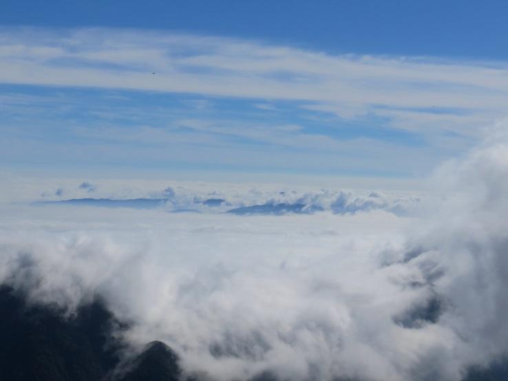 雲海が津波のよう