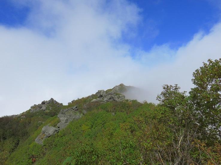 妙高山の山頂付近の様子