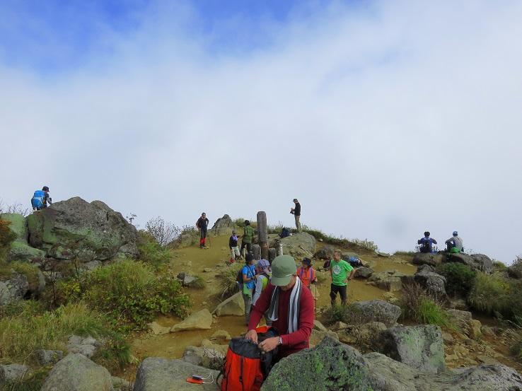 妙高山登山者で溢れていた