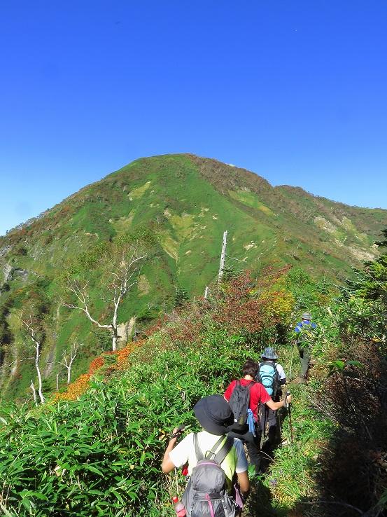 高妻山山頂が見えてからが遠い