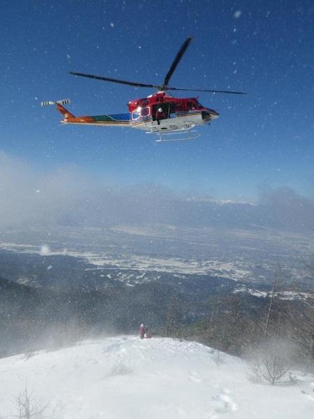 遭難滑落事故でヘリコプター救助
