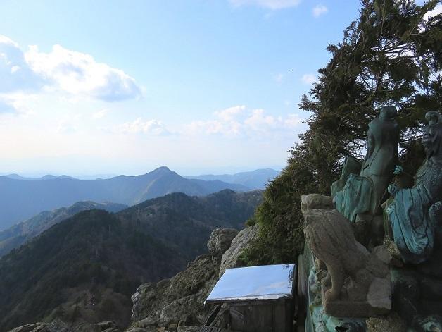 鐘掛岩銅像