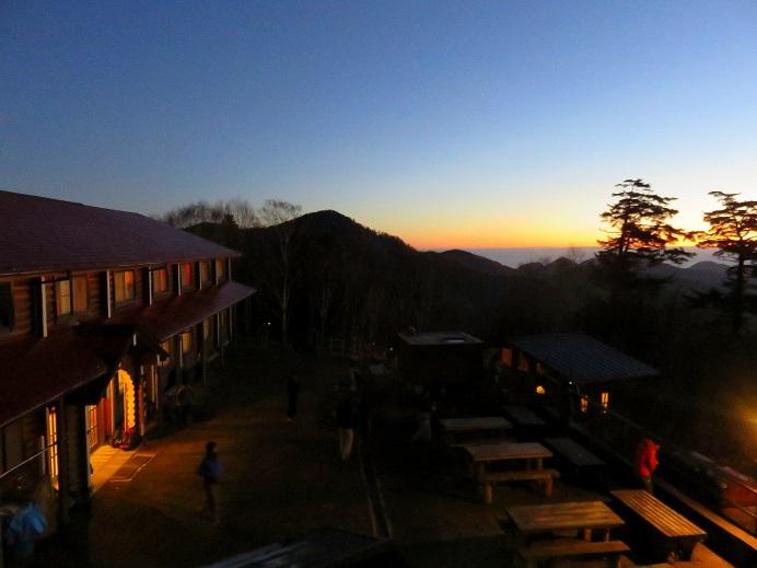 雲取山荘の夜明け