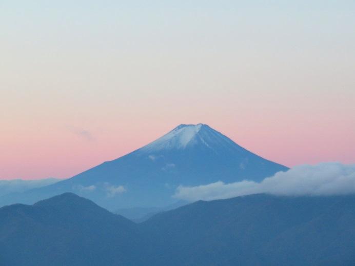 飛龍山周辺からの富士山の朝焼け