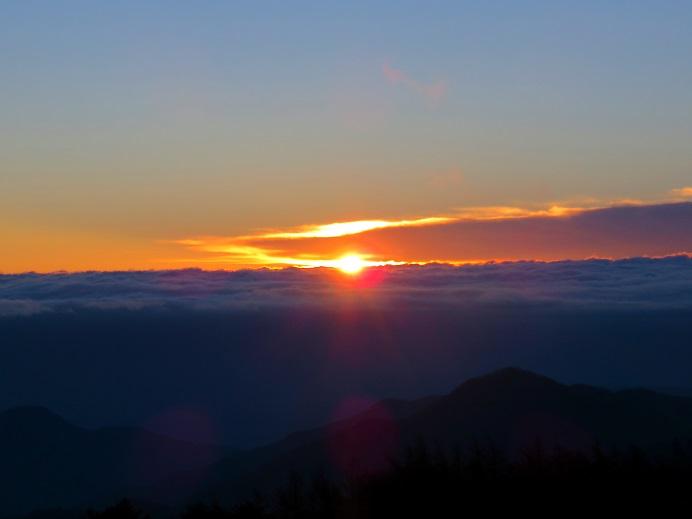 雲取山からの夜明け