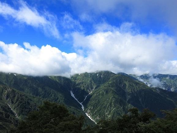 飯豊連峰の綺麗な景色