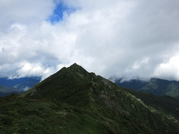 宝珠山は、かなり尖がっています