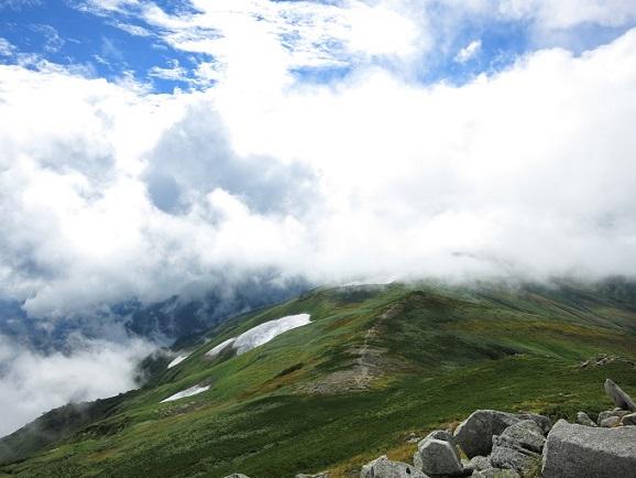 飯豊山山頂付近は結構寒かった