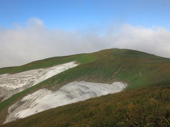 青空と雪渓のコラボ