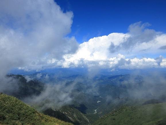 烏帽子岳の山頂から小展望