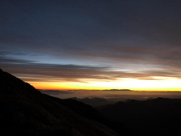 日の出前の静けさ