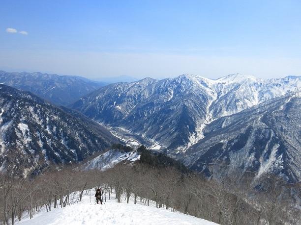 白毛門谷川岳岳周辺の雪景色