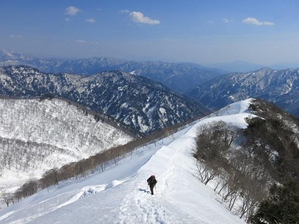 谷川岳周辺雪が深い