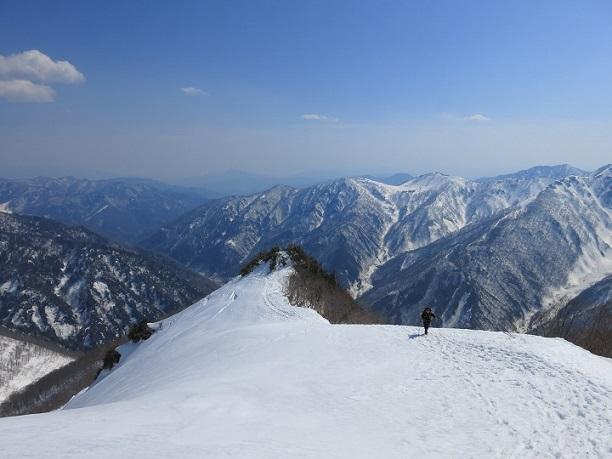 谷川~巻機山国境稜線谷川岳の景色