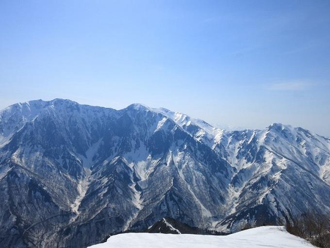 谷川~巻機山国境稜線正面に谷川岳・一ノ倉