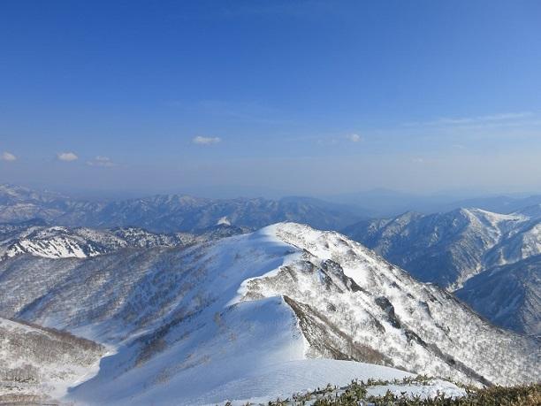 笠ヶ岳から至仏山方面の景色