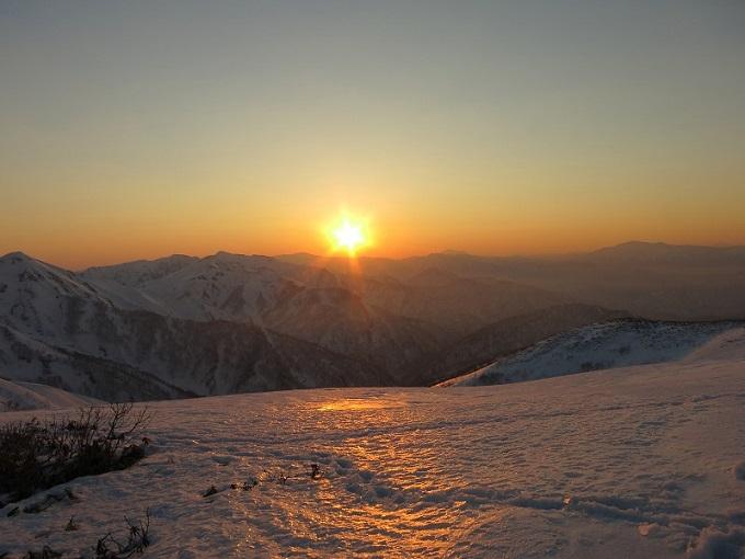 巻機山上越国境稜線の景色