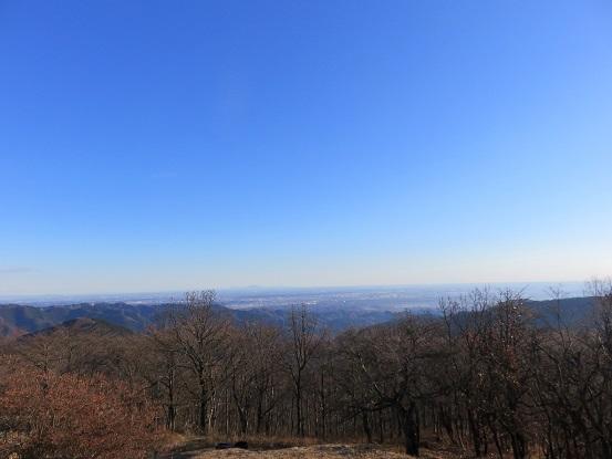 陣馬山山頂から高尾・八王子市街の景色