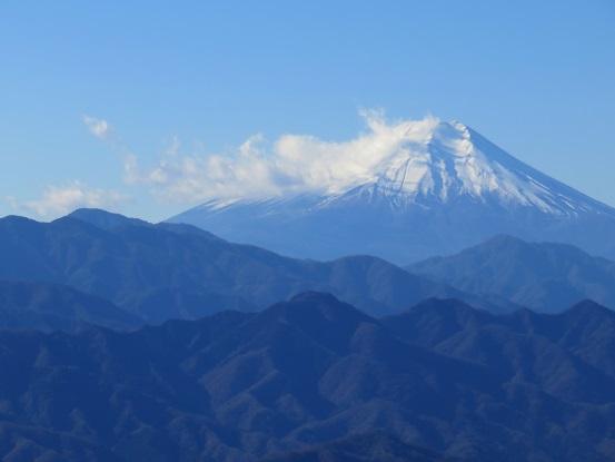 陣馬山・生藤山・三国山縦走中の富士山