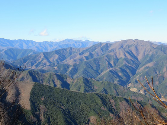 権現山の山頂から陣馬山・生藤山・浅間峠景色