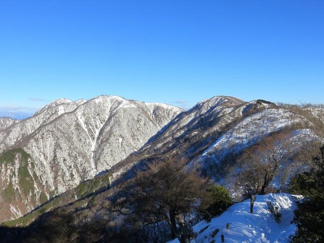 積雪がモリモリ蛭ヶ岳まできつい