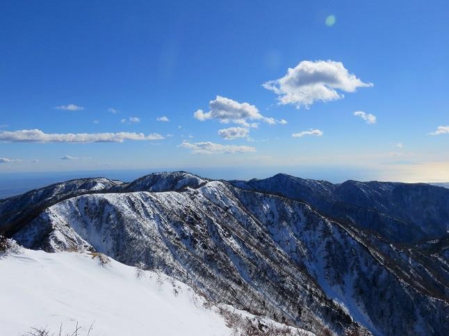 蛭ヶ岳歩いてきた稜線が一望