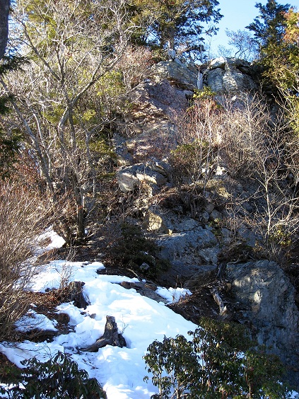 小持山の山頂岩場