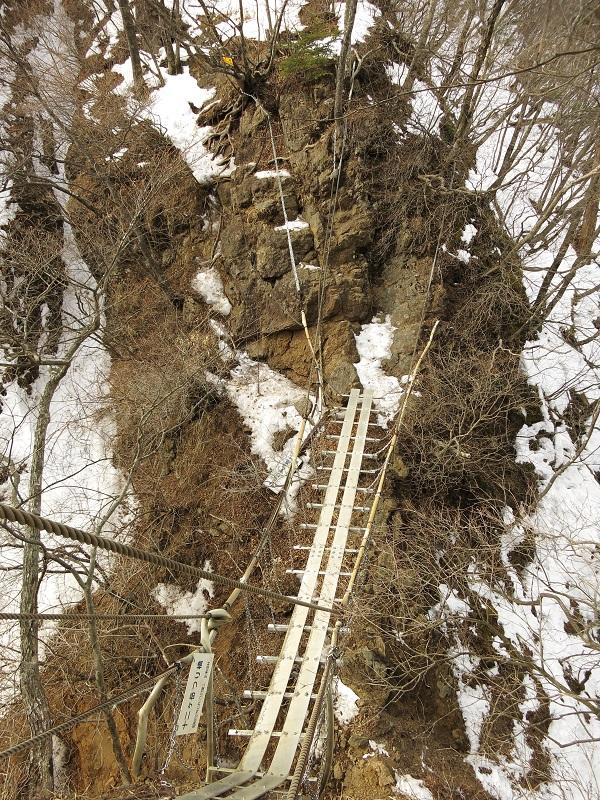 十二ヶ岳名物の吊橋