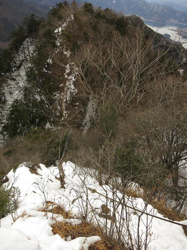 十二ヶ岳の吊橋を渡った後も痺れる鎖場の連続